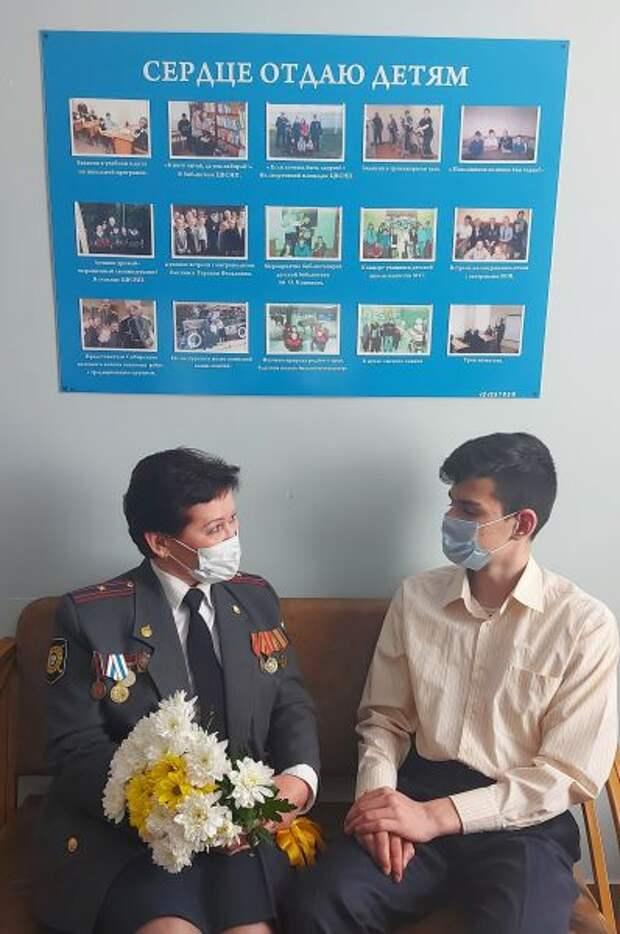 В День ветерана органов внутренних дел воспитанники Центра временного содержания для несовершеннолетних правонарушителей поздравили ветеранов подразделения