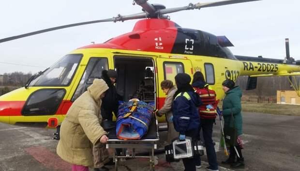 Санавиация доставила в больницу Подольска пациента с закрытой черепно‑мозговой травмой