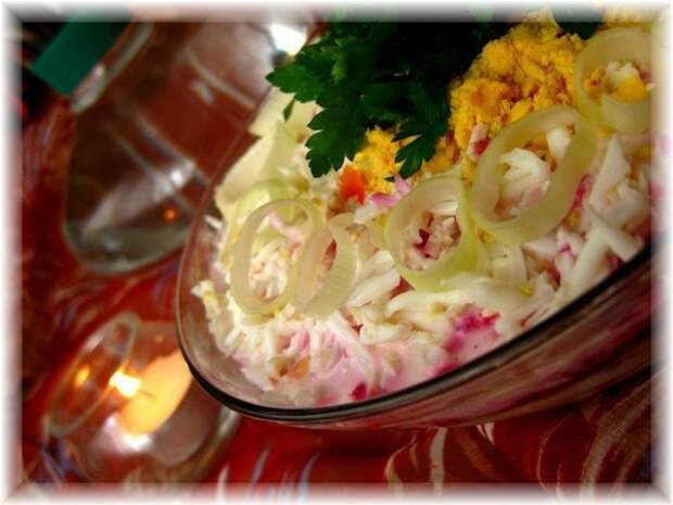 Слоеный салат со шпротами и свеклой