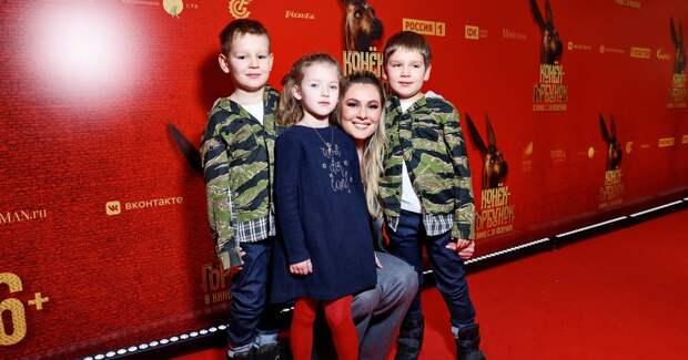 Кожевникова, Яглыч, Шагин: звезды с детьми на кинопремьере