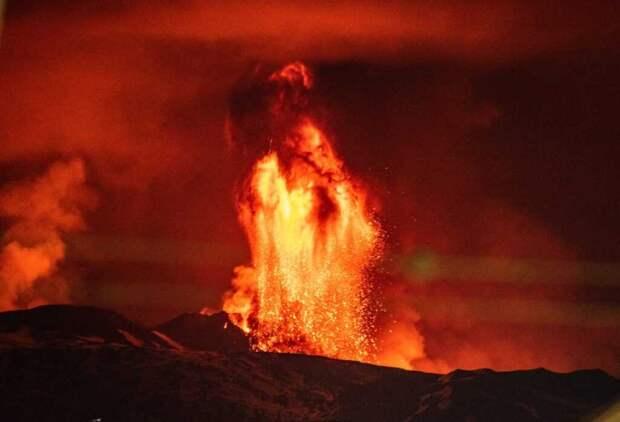 Шестой месяц активен вулкан в Исландии — это самое продолжительное извержение за полвека