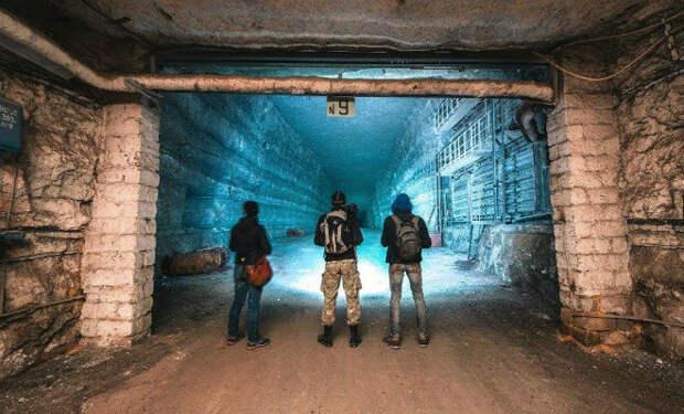 Секретное хранилище Росрезерва: черный копатель шагнул в темноту с камерой
