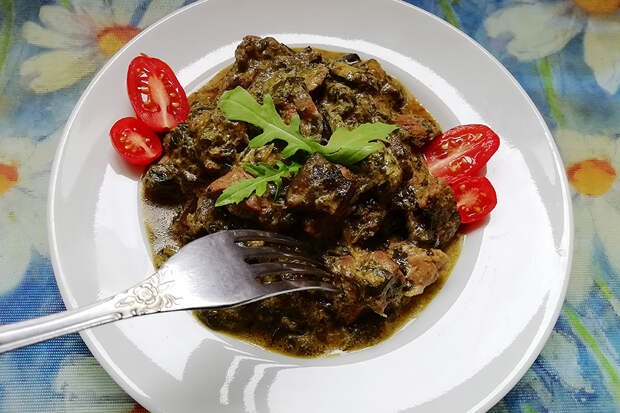 Говядина со шпинатом и лесными грибами