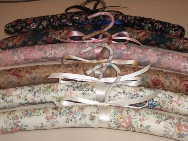 Даже из обычных вешалок можно сделать практически произведение искусства. /Фото: i.pinimg.com