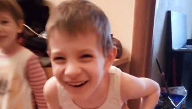 Мальчику из многодетной семьи Подольска вручили подарок ко дню рождения