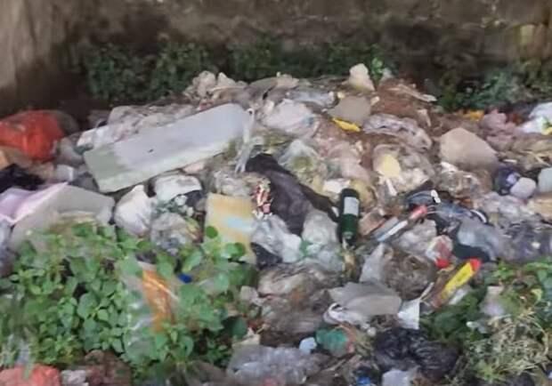 Разбросанный мусор