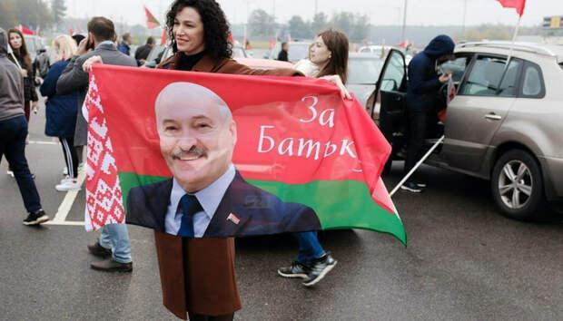 «Может пострадать Россия»: эксперт призвал Лукашенко покинуть страну