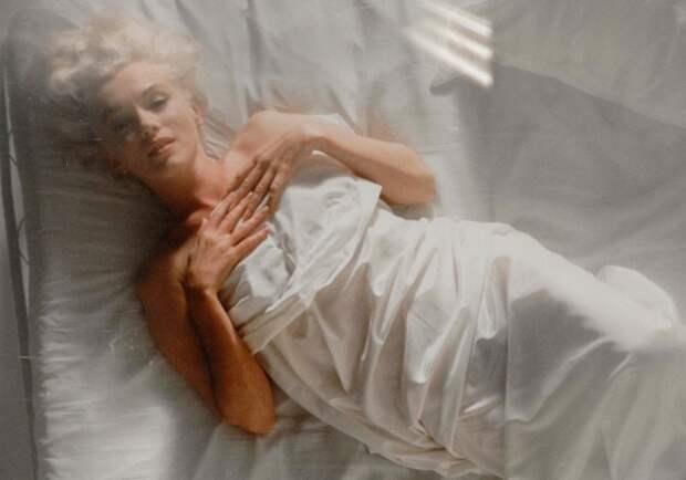 мэрилин монро в постели.jpg