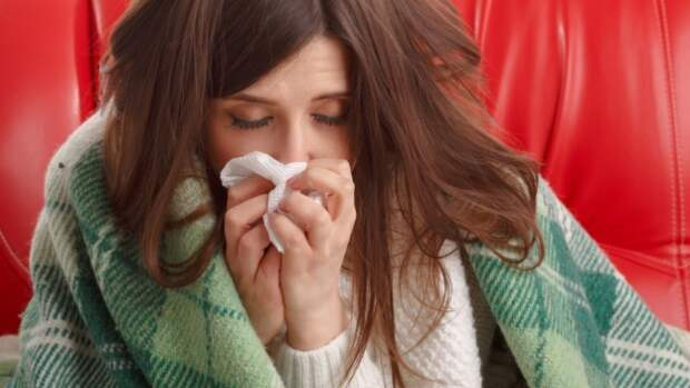 Головная боль и насморк могут быть новыми симптомами коронавируса