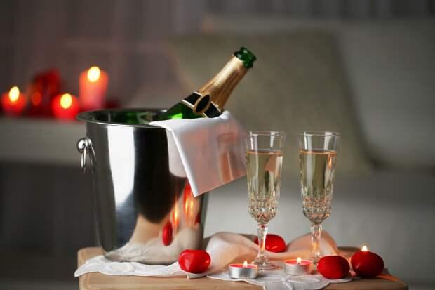 Диетолог порекомендовала не пить на Новый год много шампанского