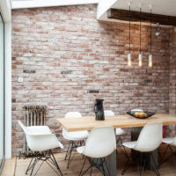 Отделка стен под кирпич в обеденной зоне кухни