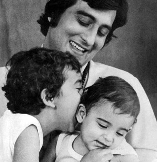 Винод Кханна с сыновьями