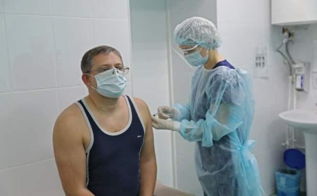 Заместитель председателя Госсовета Крыма вакцинировался от коронавируса