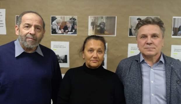 Продажный адвокат Виталий Черкасов посетил выставку в честь террористической группировки «Сеть»