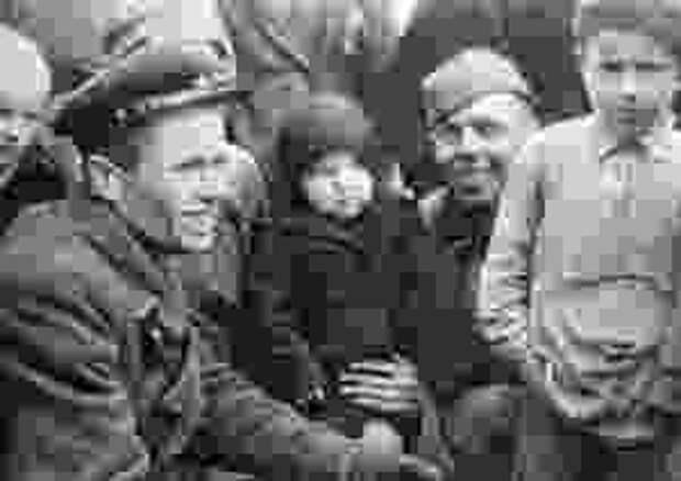 Хлеб, соль и пуля в спину: как в Польше встречали советских солдат?