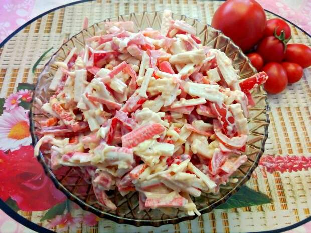 «Крабовый салат по-новому». Попробовала у подруги и не могла оторваться. Теперь всегда его готовлю!