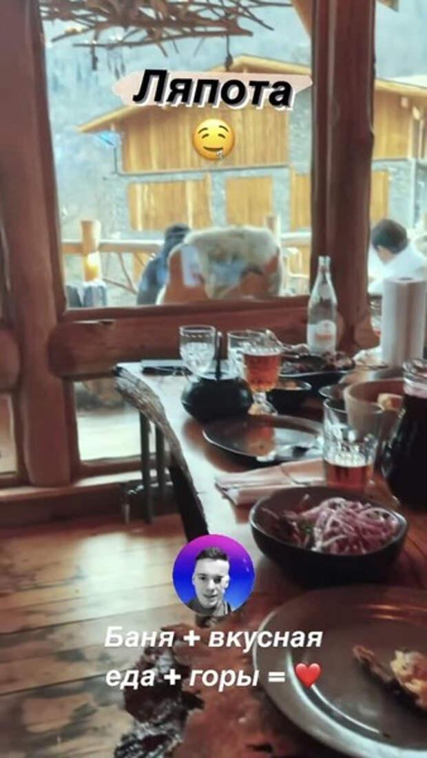 Баня, вкусная еда и лыжи: молодой папа Арсений Шульгин отдохнул в Сочи
