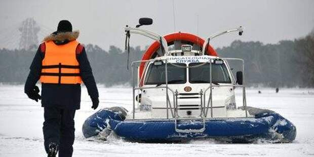 Спасатели вытащили из пруда в ВАО провалившегося под лед мужчину