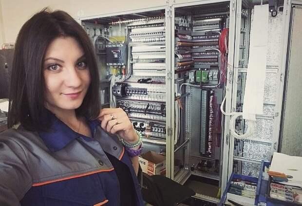 Милый электрик женщины, не женское дело, профессия, специальность