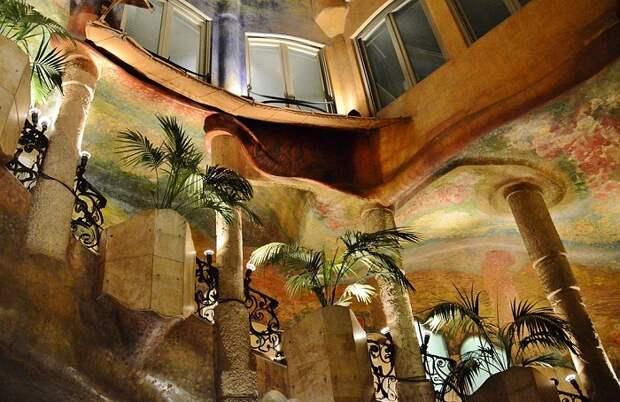 Фантастический интерьер необычного дома (Casa Milа).