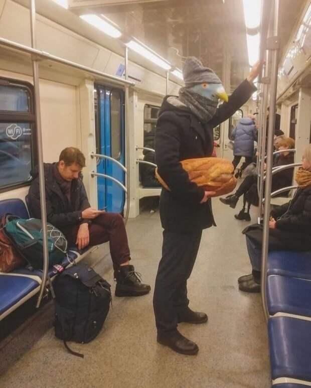 Метро ─ это всегда странные и неожиданные пассажиры (18 фото)