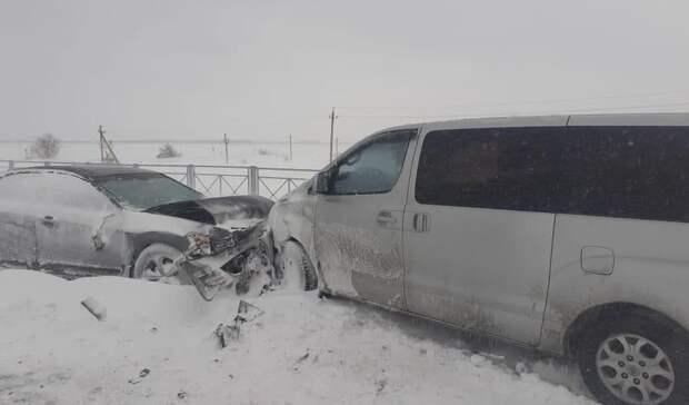 На трассе под Соль-Илецком столкнулись шесть автомобилей