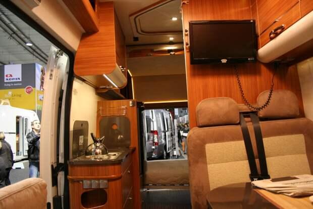 Автобус «Вектор Next» за 3 месяца превращается в комфортабельный дом на колесах