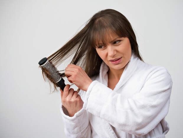 Причины, покоторым могут выпадать волосы