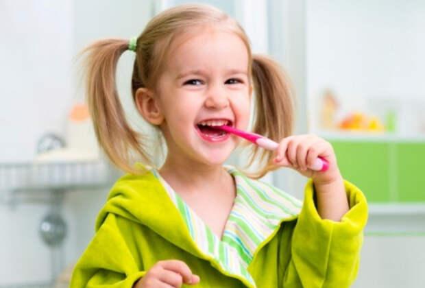 Как правильно и легко приучить ребенка чистить зубы