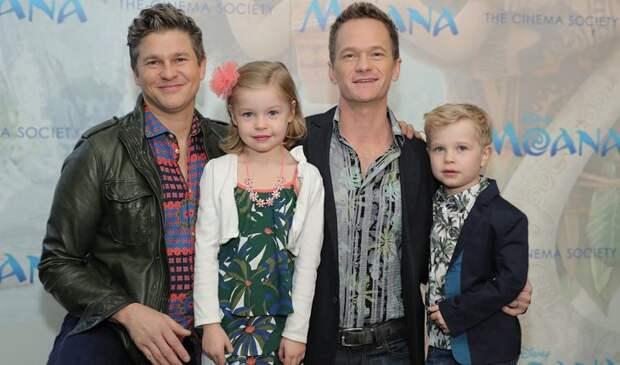 Нил Патрик Харрис с детьми и мужем
