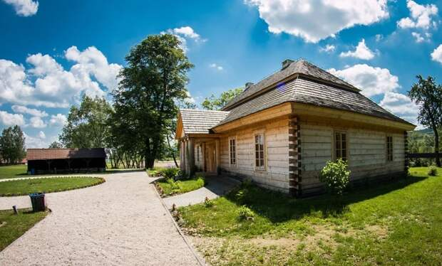 Чиновники не помешали бизнесмену незаконно построить домики в Крыму