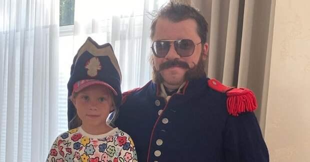 Гарик Харламов привел дочь на съемки нового сериала