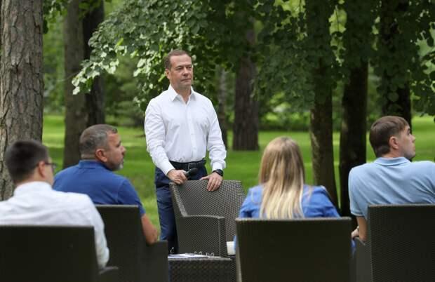 Встреча Медведева с участниками проекта «ПолитСтартап»: оперативный резонанс