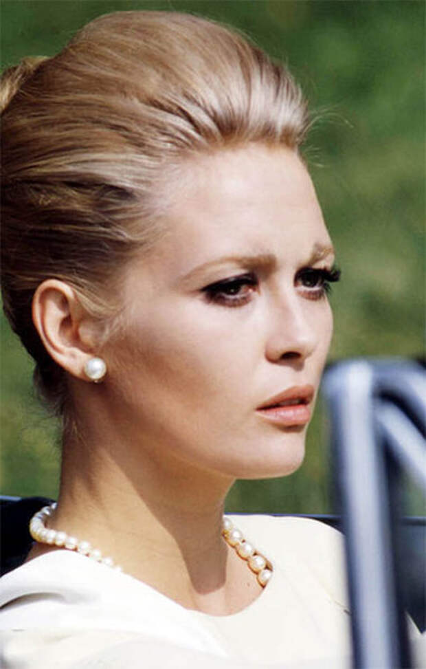 Роскошная звезда 1970-х Фэй Данауэй