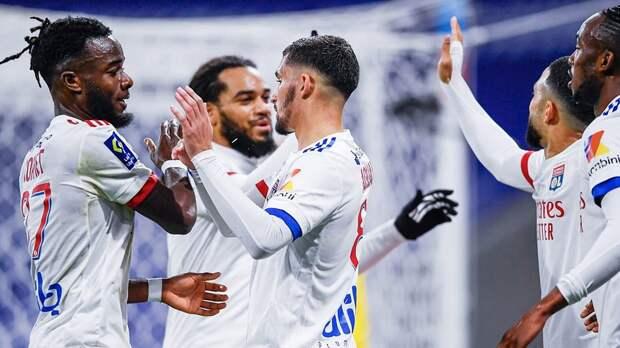 «Лион» в компенсированное время вырвал победу у «Бордо» и вышел в лидеры Лиги 1