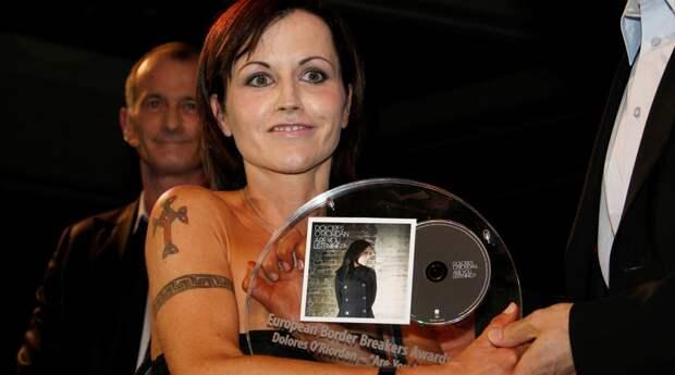 Солистка группы Cranberries Долорес О'Риордан умерла в возрасте 46 лет.