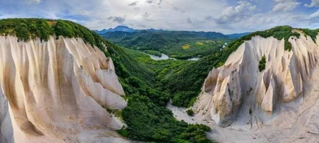 Кутхины Баты: впечатляющие скалы из пемзы на Камчатке