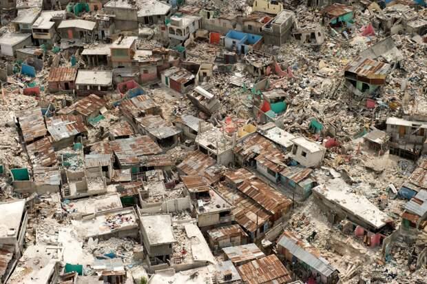 Жители этой страны не только постоянно бедствуют, но ещё и страдают от постоянных наводнений и землетрясений