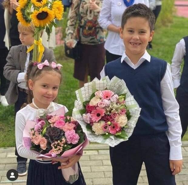 Кто из звёзд отвел детей в школу