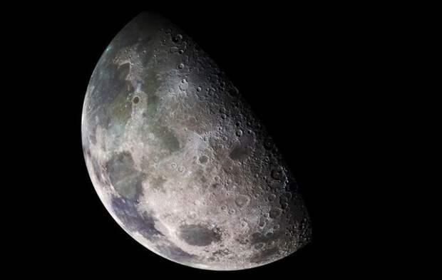 Астрофизики определили природу «таинственного вещества», найденного на темной стороне Луны