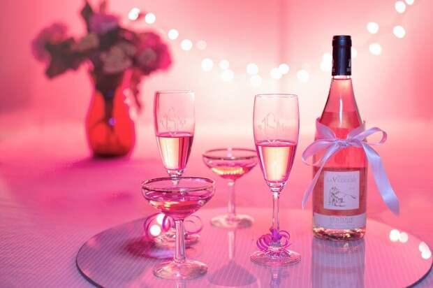 Обряд в День рождения на недопитое вино. источник фото - сайт бесплатных фотографий pixabay.com
