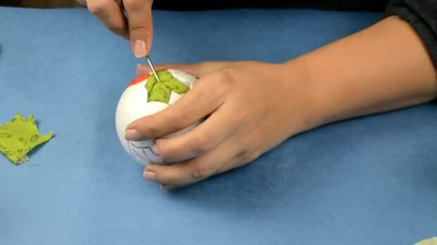 Елочные шары из лоскутков ткани: мастер-класс