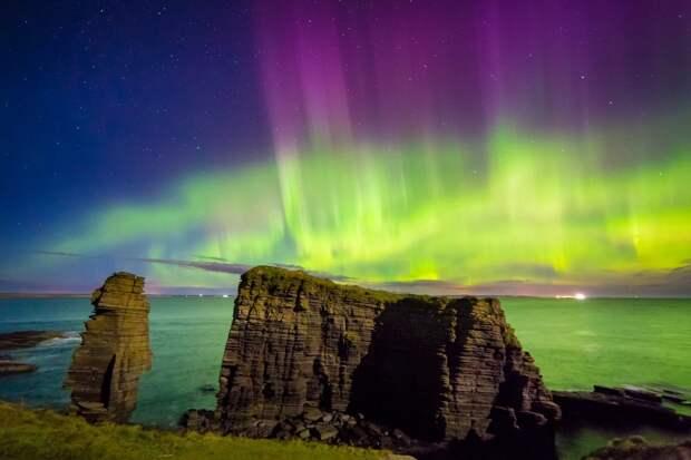 Столбовидные скалы, Носс-Хед, Кейтнесс, Шотландия великобритания, корональная дыра, красивые фотографии, небо, природное явление, северное сияние, шотландия