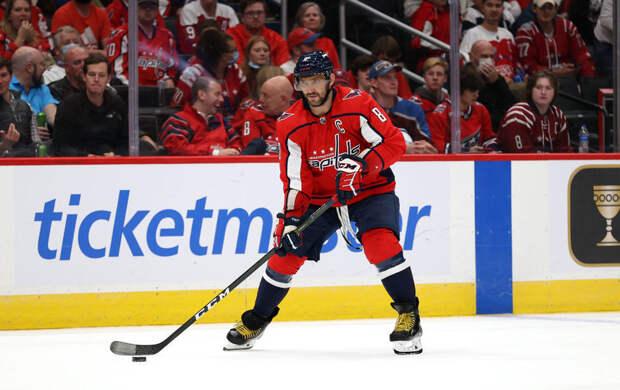 Овечкин установил новый рекорд НХЛ: он забил гол сломанной клюшкой