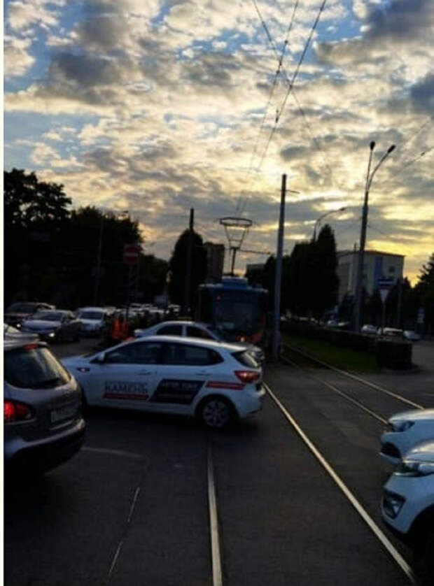 В районе краснодарской ТЭЦ трамваи стоят в пробке