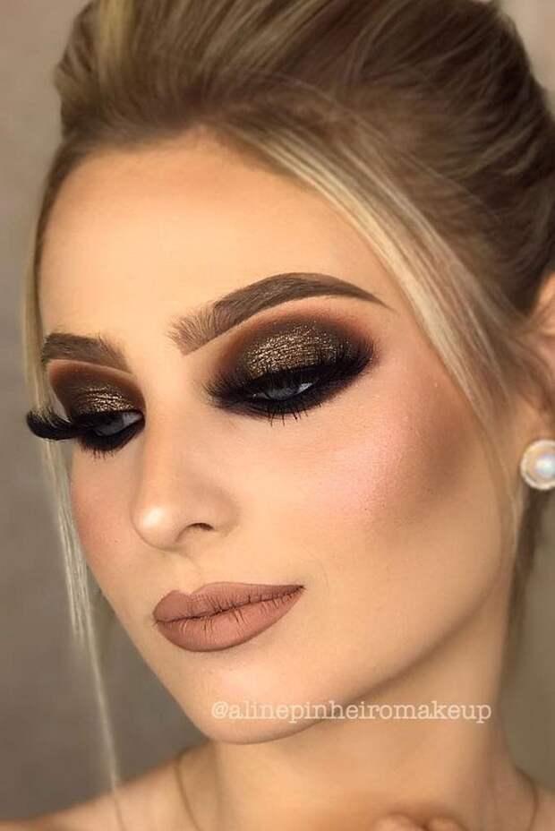 Темный макияж глаз: 12 потрясающих вариантов