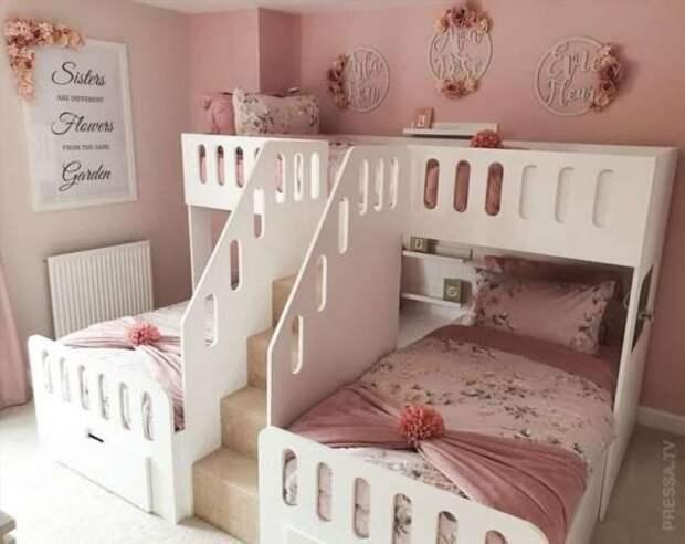 Красивая спальня для трёх маленьких девочек