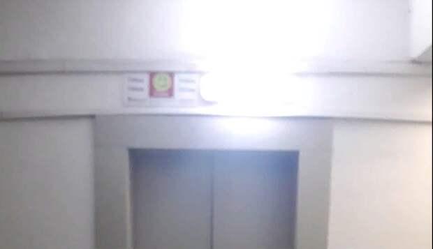 Светомузыку для жильцов устроила неисправная лампа в доме на Кухмистерова