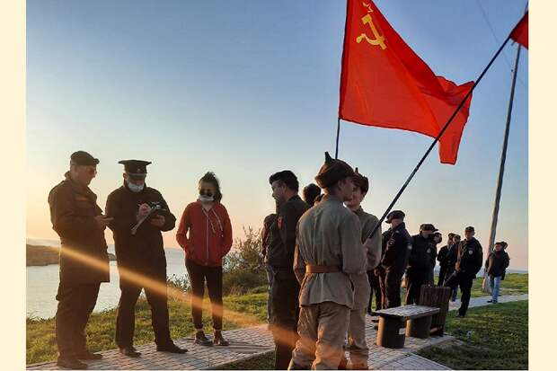 Комсомольцев Севастополя не пустили на открытие памятника «Примирения»