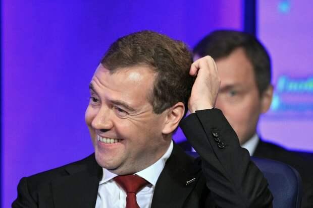 В день флешмоба с фонариками Медведев опубликовал в Instagram фото с фонарями